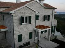 Большие апартаменты с одной спальней в Лучичах