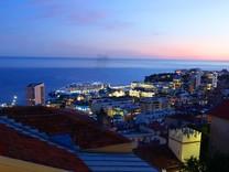 Вилла с красивым видом на море и Монако