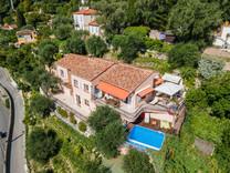 Очаровательный дом с пятью спальнями в Ментоне