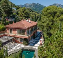 Солидное имение с видом и большим участком в Roquebrune, продажа. №37571. ЭстейтСервис.