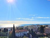 Квартира с видом на море и паркингом в Ницце