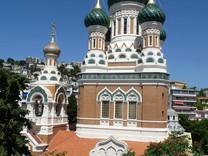 Апартаменты с видом на парк и Русскую церковь