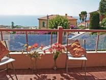 Апартаменты с видом на море, горы и порт