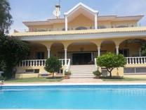 Вилла с шестью спальнями в Estepona