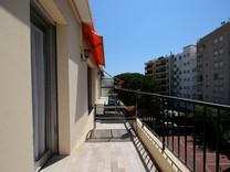 Апартаменты с двумя спальнями в центре Жуан-Ле-Пен