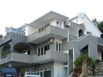 Дом с мебелью в Будве, район Лази