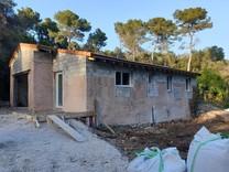 Реставрируемый дом с тремя спальнями в Антибах