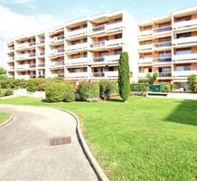 Двухкомнатные апартаменты с видом на море в Chemin des Combes, продажа. №37763. ЭстейтСервис.