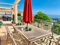 Большая трехкомнатная квартира с видом на море рядом с Moneghetti
