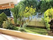 Квартира с очаровательным садиком в Ментоне