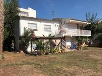 Вилла с четырьмя спальнями в центре Пладжа-де-Аро