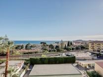 Трехкомнатная квартира с видом на море в Болье-сюр-Мер