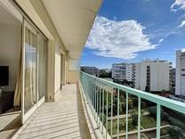 Трёхкомнатная квартира возле моря в Каннах