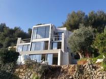 Новый дизайнерский дом с видом на море в Рокебрюн