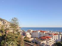 Квартира с двумя спальнями с видом на море в Garavan