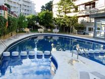 Апартаменты с тремя спальнями, бассейном в центре Салоу