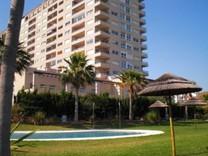 Большая 2х комнатная квартира с видом на море в Бенальмадене