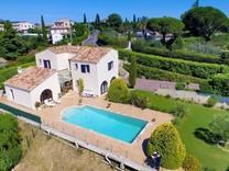 Дом с большим участком в Cagnes-sur-Mer