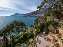 Элегантный особняк возле моря поблизости от Монако