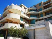 Апартаменты  в Петроваце с видом на море
