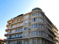 Односпальные апартаменты в историческом здании в Монако