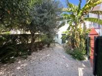 Квартира с отдельным входом и садиком в Больё
