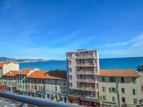 Квартира с двумя спальнями возле пляжа в Ницце