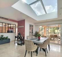 Дизайнерские апартаменты-вилла с бассейном в Vallauris, продажа. №40255. ЭстейтСервис.