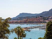 Большие апартаменты-вилла с видом на Port Garavan