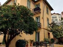 Отремонтированный дом с видом на море в Ницце