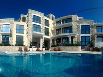 Новый жилой комплекс с бассейном в Бечичах