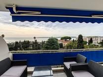 Квартира с ремонтом и красивым видом на море в Каннах