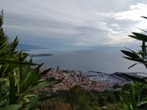 Вилла с потенциалом, видом на море и Монако