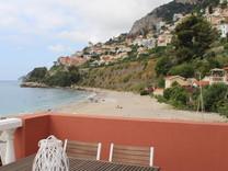 Трёхкомнатная квартира буквально на пляже в Roquebrune