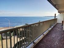 Трехкомнатная квартира возле море в Palm Beach