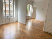 Квартира с тремя спальнями в Болье-сюр-Мер