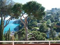 Вилла с видом на море в урбаниазации между Тосса-де-Мар и Ллорет Де Мар