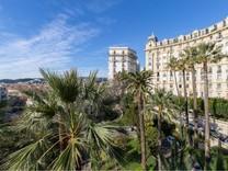 Солидные апартаменты с приятной панорамой в Симье