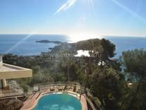 Дизайнерская вилла с красивым видом на залив Cap Ferrat