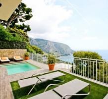 Красивый особняк с прямым видом в Eze bord de Mer, продажа. №34963. ЭстейтСервис.