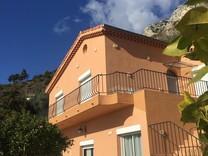Вилла с панорамным видом в 3.5 км от Монако