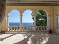 Большая буржуазная квартира с видом на Cap-d'Ail