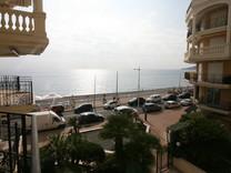 Удобная квартира с видом на море в Ментоне