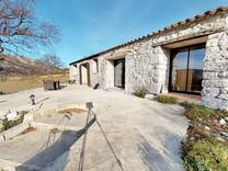 Каменная вилла с современной отделкой в Escragnolles