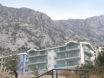 Апартаменты в комплексе с бассейном в Доброте