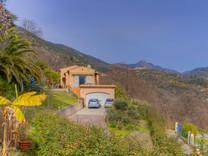 Вилла с бассейном и красивой панорамой в Coaraze