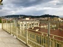 Большой пентхаус под ремонт в центре Ниццы