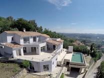 Вилла с панорамным видом в Манделье-Ла-Напуль