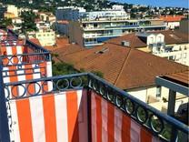 Большие апартаменты в районе Saint-Nicolas