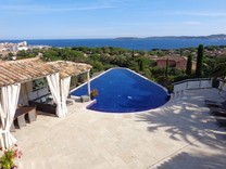 Дом с панорамным видом на море, залив и деревню St Tropez